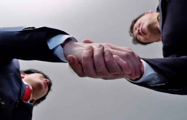 【点検】株式を保有している企業が他の企業に吸収されたら何が起きるか?【企業合併】